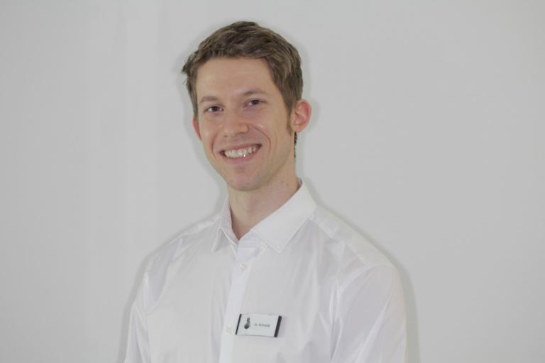 Mund-Kiefer-Gesichtschirurgie-Pforzheim-Dr.-Ole-Schmidt